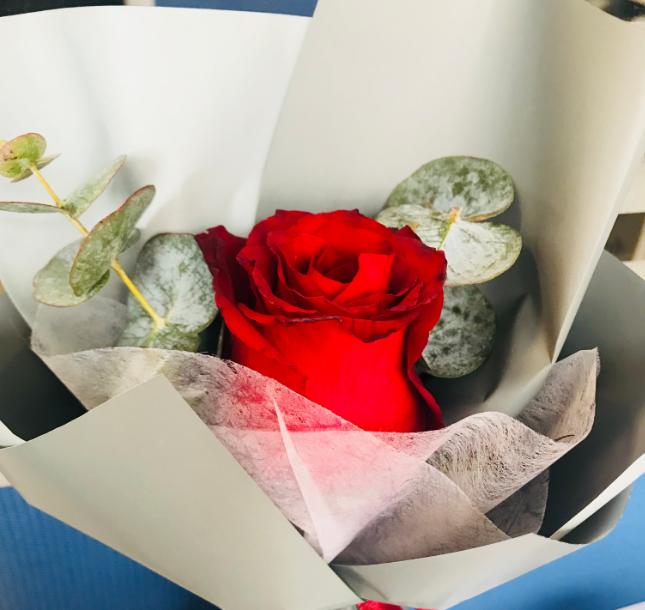 过妇女节受到礼物说说朋友圈 收到妇女节礼物图片