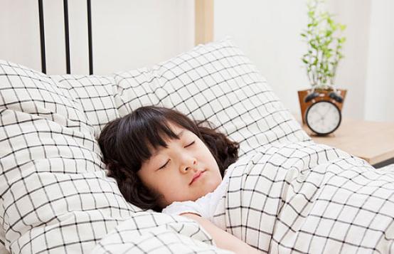 宝宝睡着了家长需要蹑手蹑脚吗 宝宝睡着了父母容易犯哪些错误