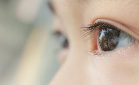 [为什么现在孩子眼睛都近视]为什么现在孩子眼睛的都很大 孩子眼睛大是什么决定的