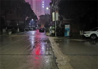 下雨的夜晚心情句子 下雨的夜晚心情发什么说说朋友圈