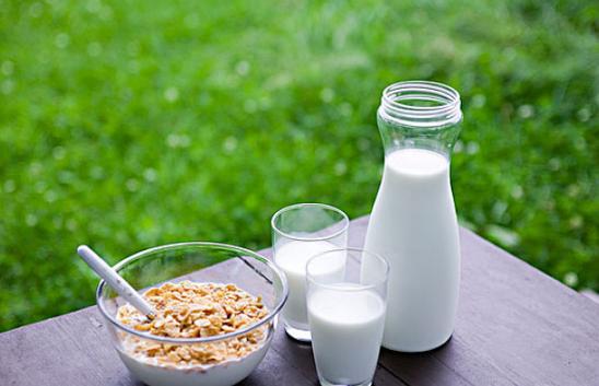 月子里可以喝牛奶吗 坐月子喝牛奶有什么好处