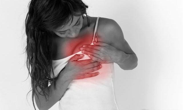 女性什么时候容易患口腔溃肠|女性什么时候容易患上乳腺炎 女性容易患上乳腺炎的三个时期