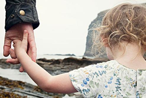 孩子自卑的表现有哪些 孩子自卑的几种小动作 孩子自卑父母应该怎么做