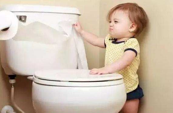 宝宝憋尿是怎么回事 孩子喜欢憋尿的原因