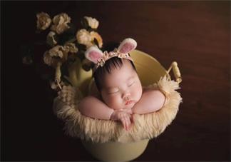 宝宝满月祝福语简短 给满月宝宝的祝福语怎么发好