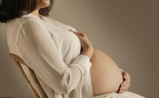 孕妇在经历宫缩时胎儿在做什么 孕晚期如何减少宫缩的发生