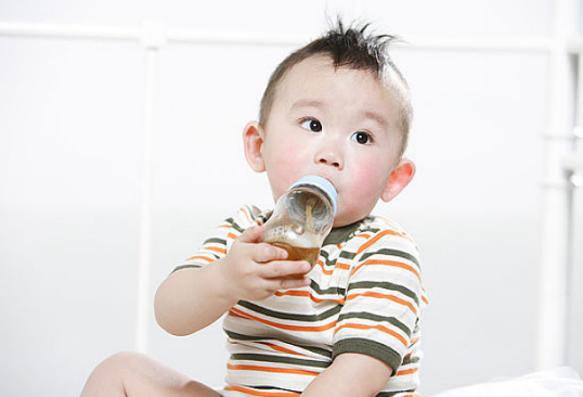 【宝宝不爱喝水用什么代替】宝宝不爱喝水用辅食来解决 补水又补钙的方法
