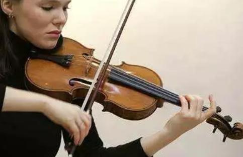 孩子拉小提琴会变成歪脖子吗 孩子拉小提琴对脖子健康有影响吗