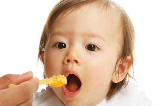 家长哪些喂养方式会造成宝宝过敏体质 过敏体质宝宝添加辅食注意事项