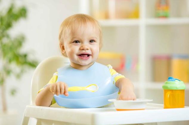 宝宝吃饭追着喂的危害 怎么让宝宝乖乖吃饭的技巧