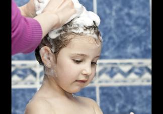 这三种洗发水会损害孩子头皮别再用了 孩子洗发水过敏怎么办