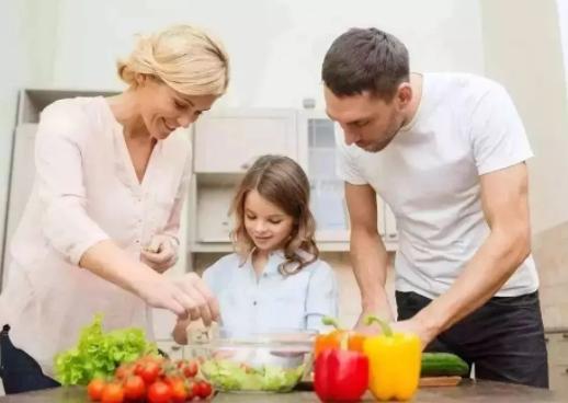 把家务活做成亲子游戏 指导孩子做家务的小技巧