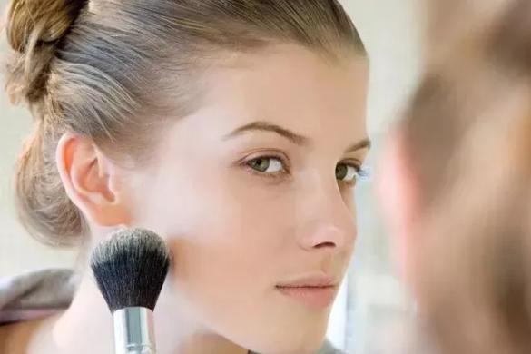 化妆染发了还能哺乳吗 用化妆品对母乳有影响吗