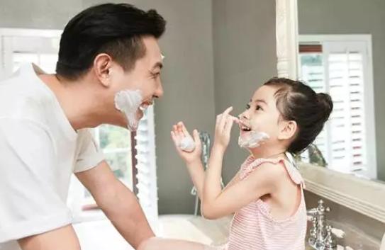 女孩性格遗传爸爸真的吗 孩子性格遗传爸爸多还是妈妈多
