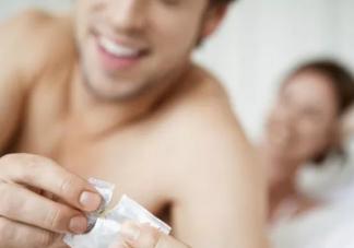 女性绝经期前有什么症状 女性绝经了还能性生活吗