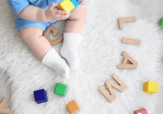 宝宝能穿袜子睡觉吗 给宝宝选袜子穿袜子要注意什么