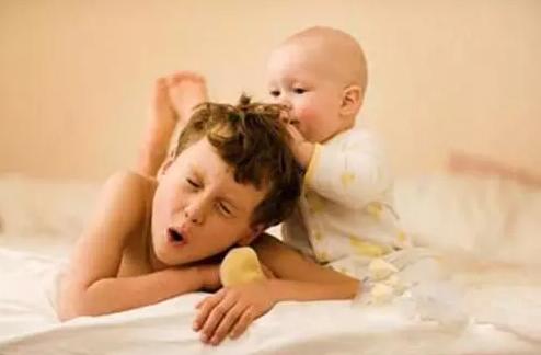 有了二宝忽略大宝的成长 有了二宝忽略大宝的说说朋友圈