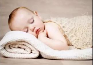 宝宝爱趴着睡觉是怎么回事 宝宝趴着睡好吗