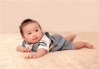 如何训练宝宝趴着 训练宝宝趴着的小游戏
