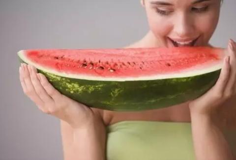 哺乳期可以吃西瓜吗 哺乳期吃冷藏的冰西瓜好不好