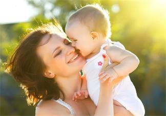 抱孩子的时候不能做哪些事情 抱孩子呕吐是怎么回事