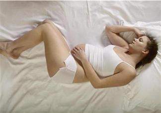孕晚期一定要坚持左侧睡吗 孕晚期准妈妈睡觉要注意什么