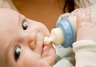 宝宝吃母乳时候呛奶了怎么去解决 孩子呛奶怎么快速缓解