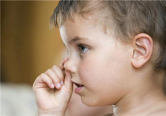 宝宝总爱挖鼻孔是怎么回事 宝宝爱挖鼻孔怎么办