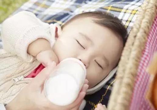 哺乳期乳房长带状疱疹怎么办 哺乳期长带状疱疹能哺乳吗