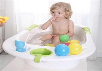 给宝宝洗澡要做哪些准备 给宝宝洗澡的方法