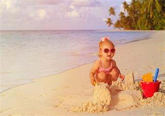 看孩子玩的开心的说说 陪孩子玩幸福心情感慨