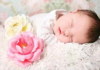 月子期宝宝睡觉有什么讲究 月子期宝宝睡觉不踏实是怎么回事