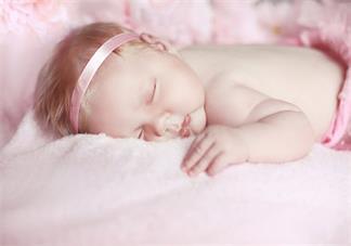 宝宝月子里喜欢侧身睡会睡扁头吗 孩子睡觉侧身会不会影响头型