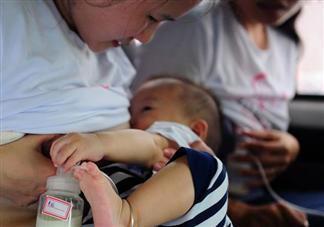 母乳喂养的几个阶段 母乳喂养需要喂奶粉吗