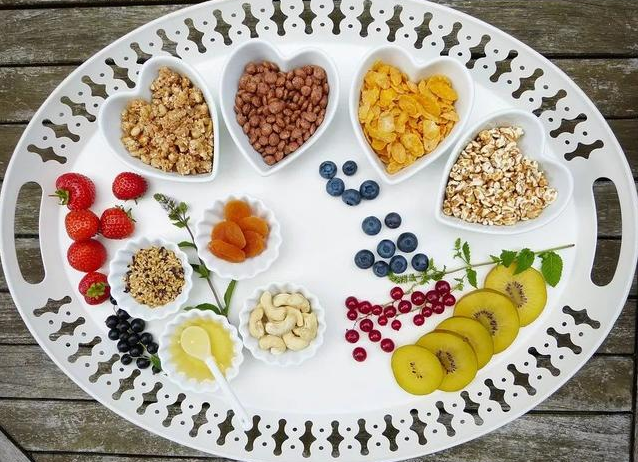 孩子高考前吃什么对高考好对身体好_孩子高考前吃什么比较好 哪些食物高考前尽量不要吃
