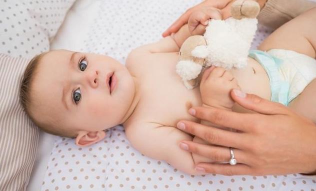 [夏季宝宝腹泻可以吹空调吗]夏季宝宝腹泻哪些情况要注意 夏季宝宝腹泻怎么办