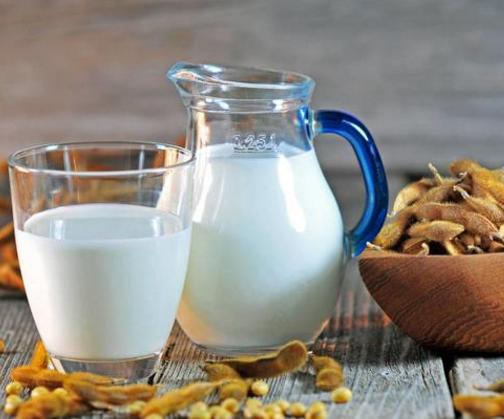孕妇喝牛奶还是豆浆好|孕妇喝牛奶还是豆浆好 孕妇喝牛或者是豆浆有什么区别