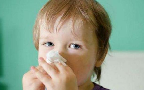 孩子流鼻血千万别用卫生纸 孩子流鼻血该怎么办