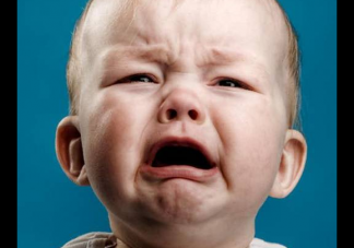 孩子睡觉前睡醒后都要哭是怎么回事 孩子总爱哭怎么办
