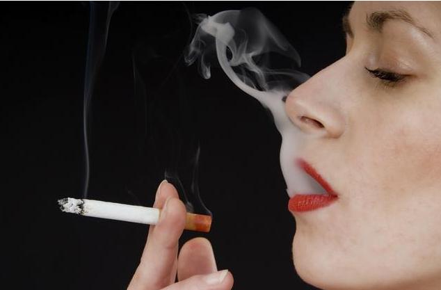 哺乳期妈妈吸烟对宝宝有什么危害 女性吸烟比男性危害更大吗