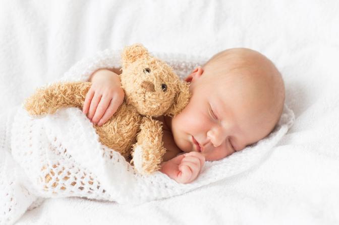 【孩子为什么老是不由自主的吭】孩子为什么老是不睡觉 孩子睡得晚是什么原因