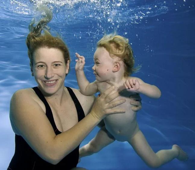 孩子几岁学游泳比较好 孩子怕水怎么学游泳