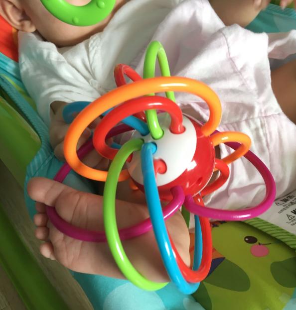 宝宝树专定牙胶手抓球宝宝喜欢吗 宝宝树专定牙胶手抓球孩子抓得住吗