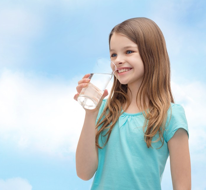 孩子几个月可以喝水 夏天天气炎热可以给宝宝喝水吗