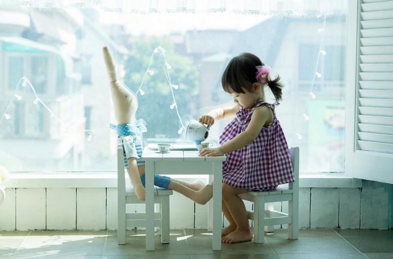 母乳喂养的孩子几个月可以喝水_孩子几个月可以喝水 夏天天气炎热可以给宝宝喝水吗