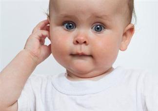 宝宝总抓耳朵是不舒服吗 日常如何护理宝宝耳朵