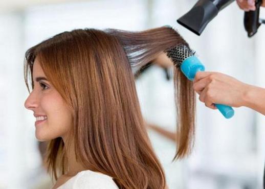 【哺乳期可以做头发吗】哺乳期可以做头发吗 哺乳期能不能化妆打扮