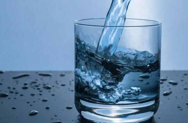 夏天出汗多怎么给宝宝补水 宝宝平需要喝多少水