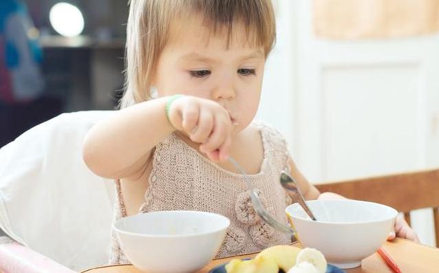 孩子独立吃饭敏感期 培养孩子吃饭要养好这些习惯