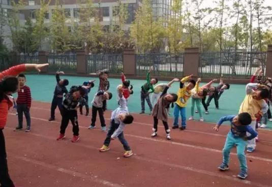 【小孩玩篮球有什么好处】小孩玩篮球有什么好处 小孩玩篮球能长高吗